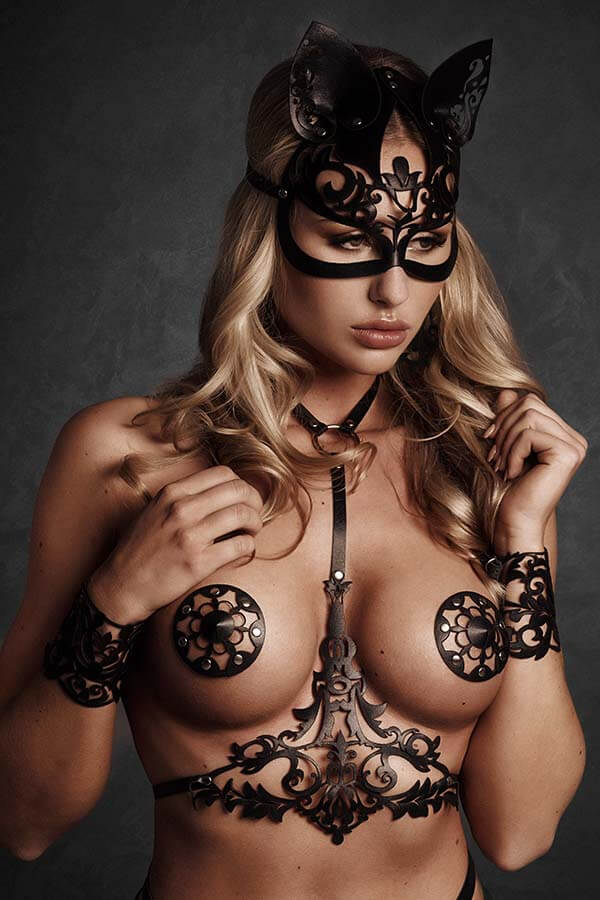 Catwoman masker van zwart echt leer in lasercut design