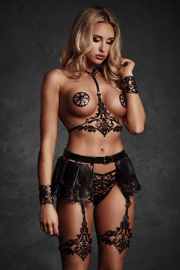 Leren lingerie in zwart lasercut design