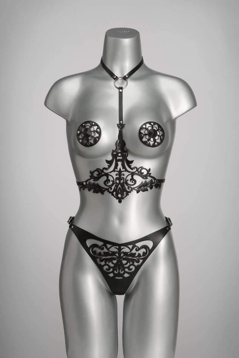 Luxe leren lingerie in zwart lasercut design