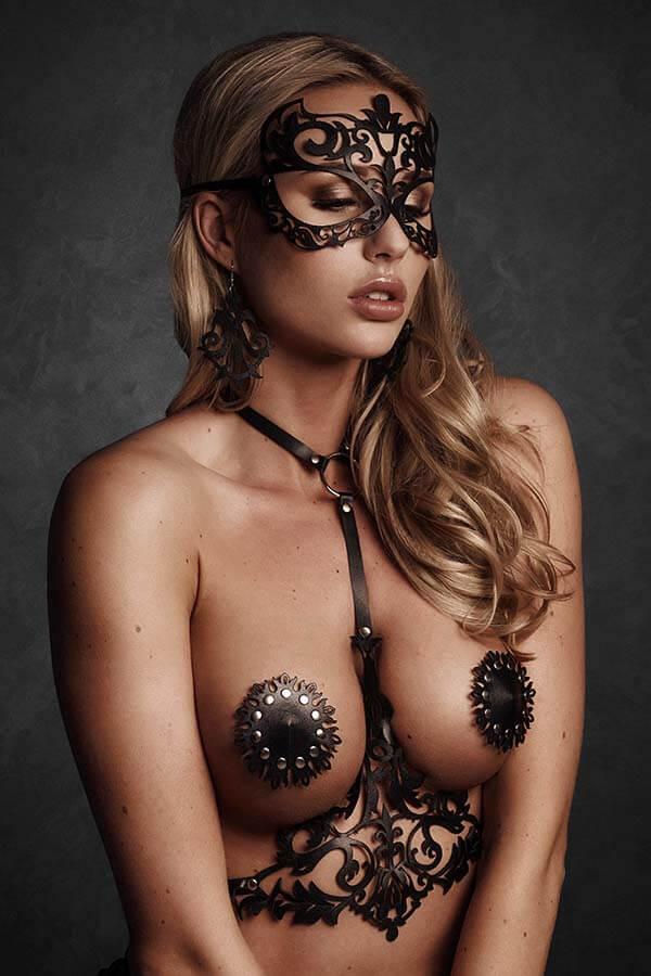 Maskerade masker van zwart leer met lasercut design
