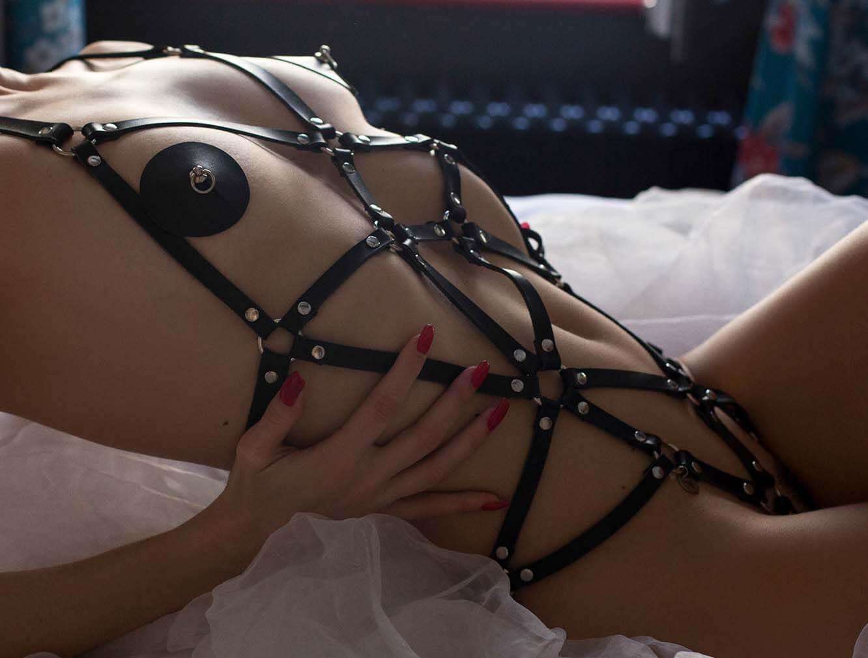bdsm-lingerie-zwart-echt-leer-mobiel